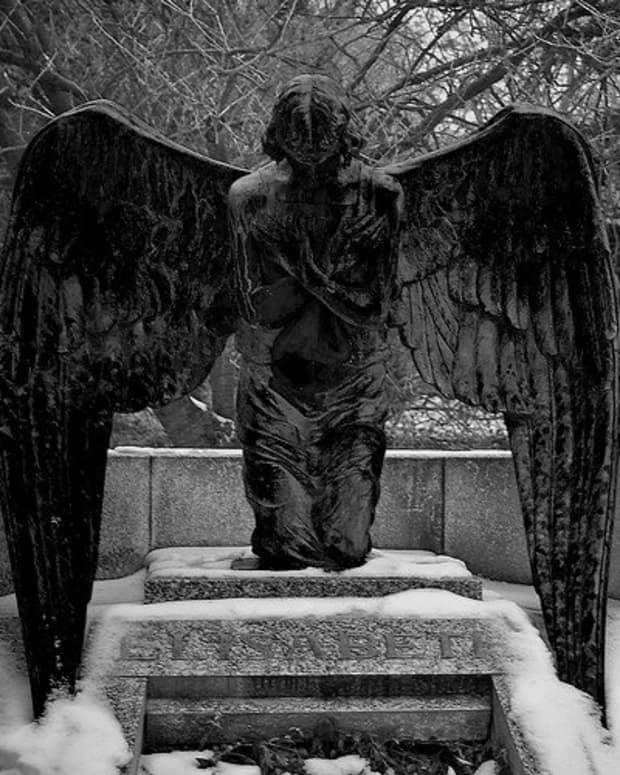 how-do-cemeteries-make-money