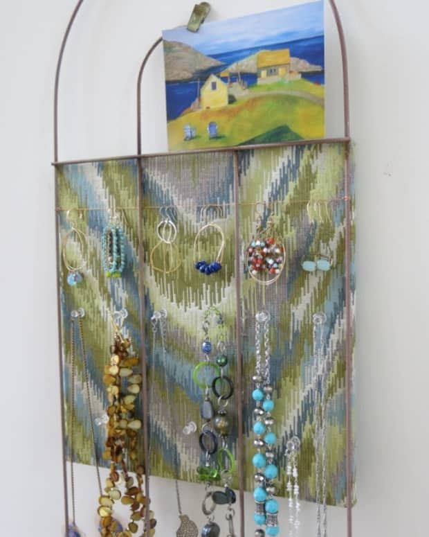 diy-craft-recycle-a-garden-fence-into-a-creative-bulletin-board-or-jewelry-display