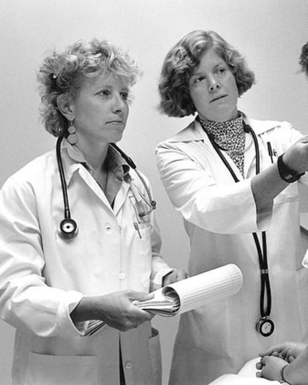 womens-hair-loss-doctors-treatments