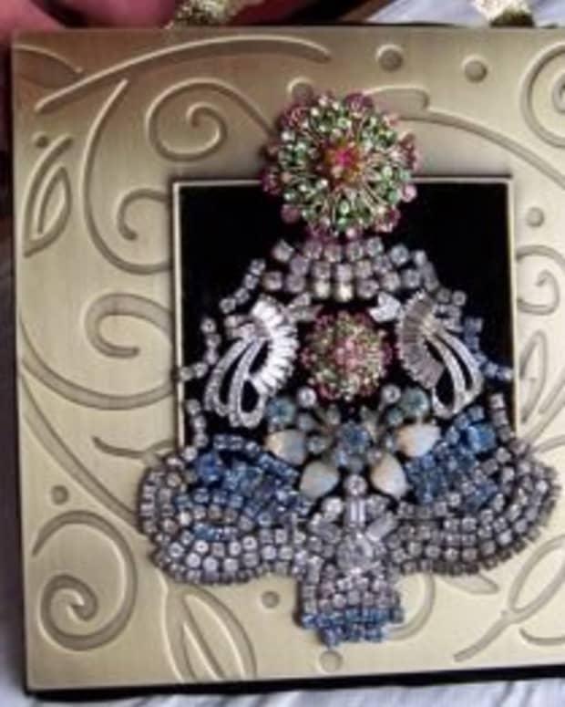 make-a-unique-costume-jewelry-christmas-tree-art