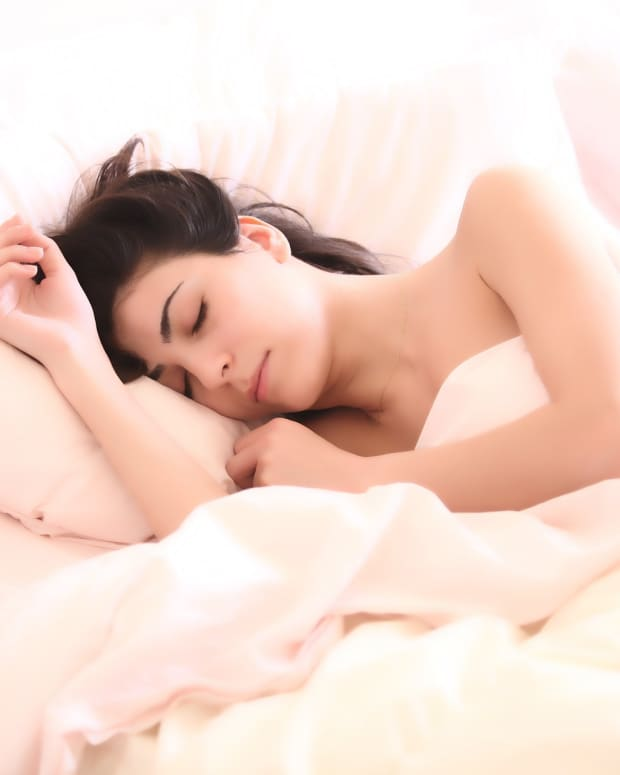 how-to-sleep-with-someone-that-snores