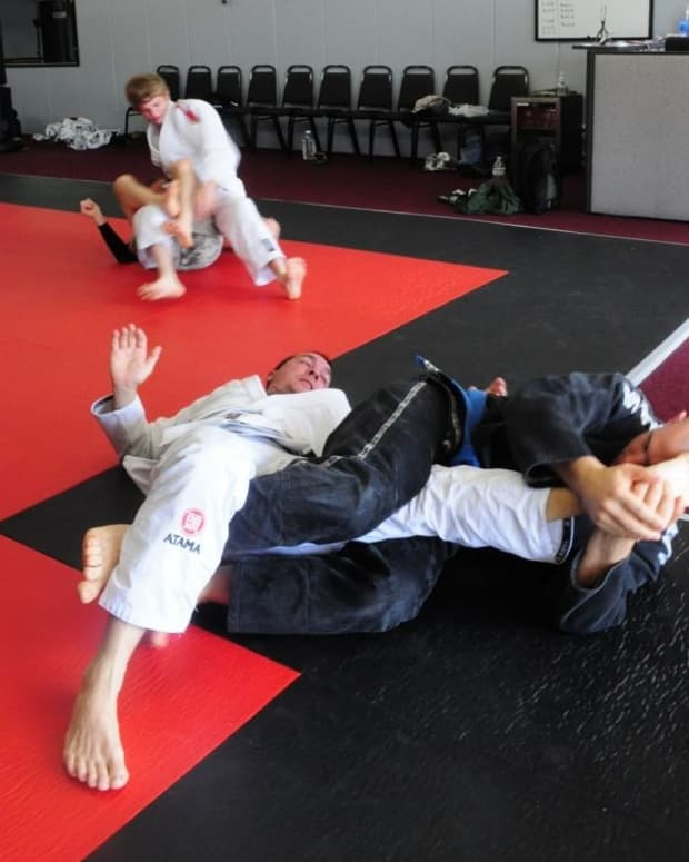 how-to-kneebar-someone-from-the-bottom-of-half-guard