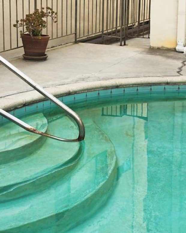 fixing-swimming-pool-metal-stains-and-water-discoloration