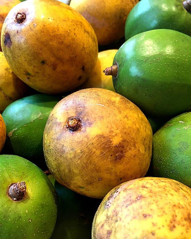 tropical-taste-of-hawaii-the-wondrous-wi-apple