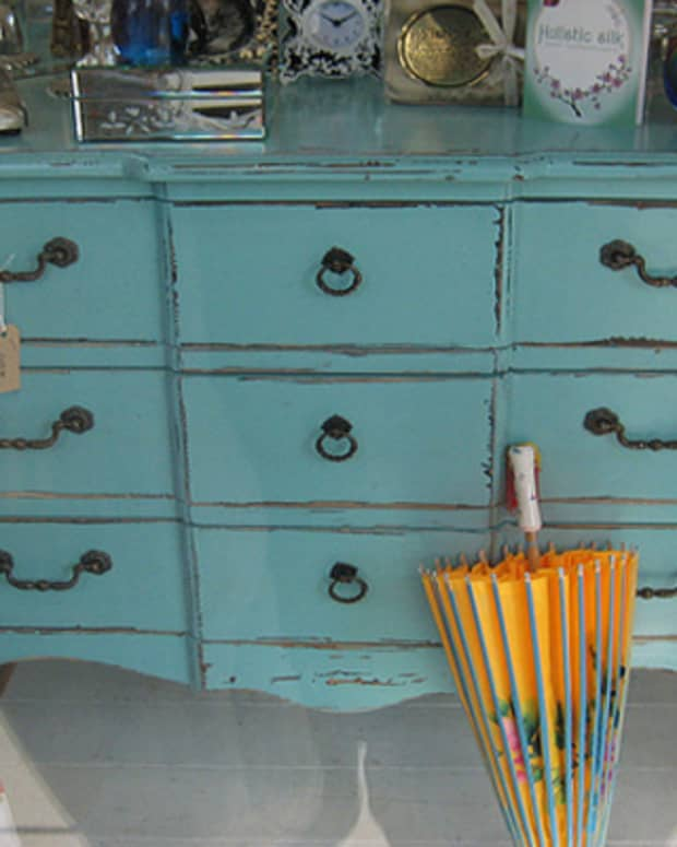 genius-ways-to-recycle-old-furniture-with-paint