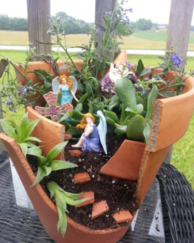 how-to-make-a-fairy-garden-from-a-broken-clay-pot