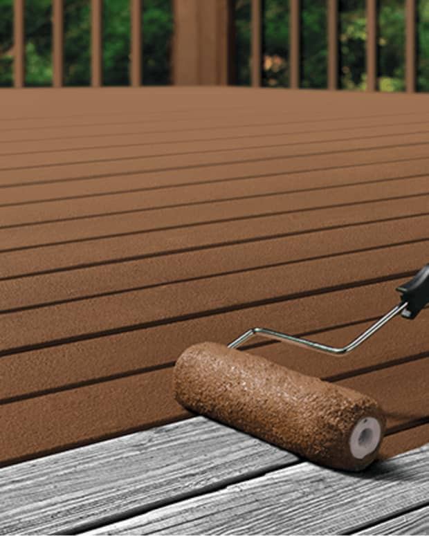 painting-a-deck-vs-staining