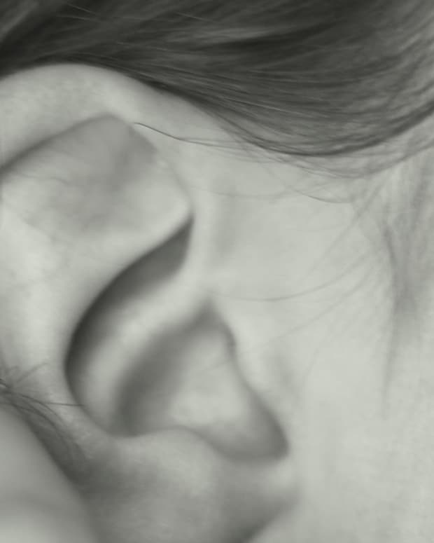 why-you-have-dry-skin-behind-ears-facts-symptoms-remedies-and-treatments