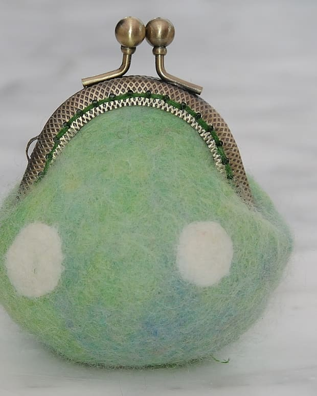 fabulous-felt-how-to-make-a-tiny-wet-felted-coin-purse-a-free-tutorial