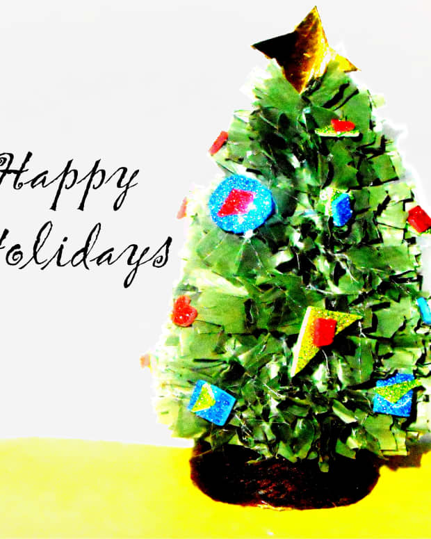 mini-christmas-tree-using-recycled-materials