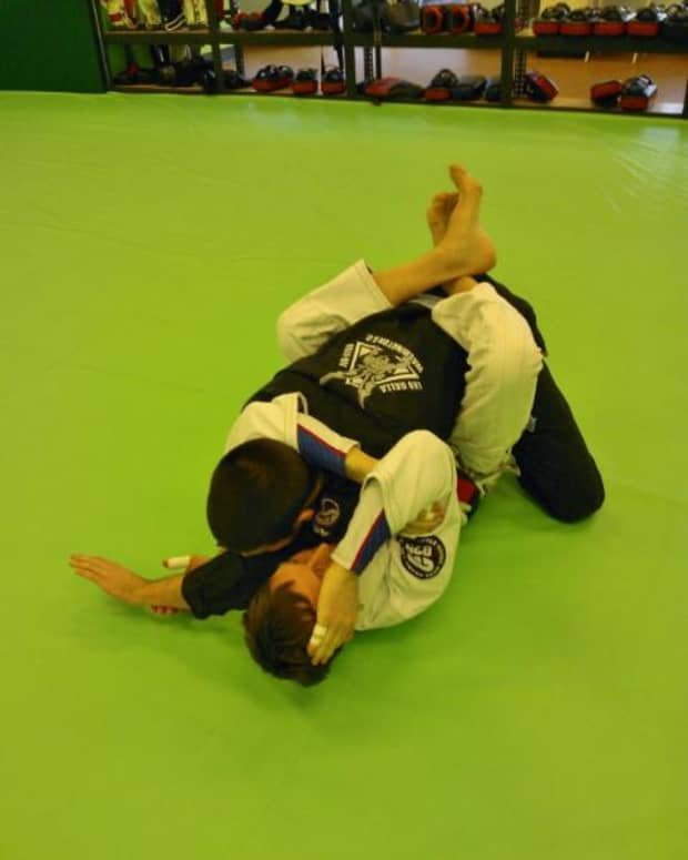 setting-up-and-finishing-the-arm-triangle-from-the-bottom-a-bjj-tutorial