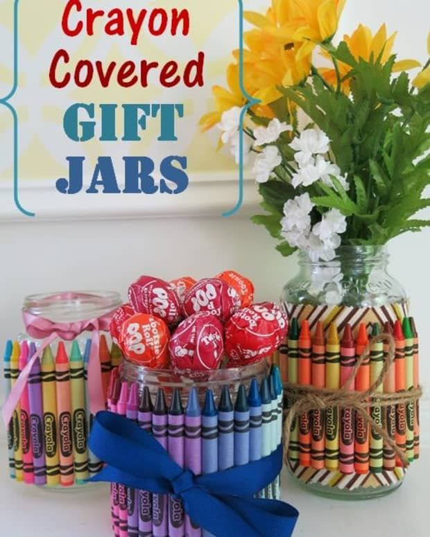 diy-crafts-how-to-make-crayon-covered-jars-to-use-as-fun-gifts-party-favors-and-table-decorationss