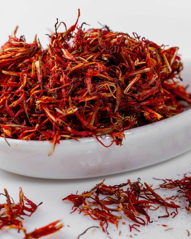 royal-saffron-face-mask-recipes-for-glowing-skin