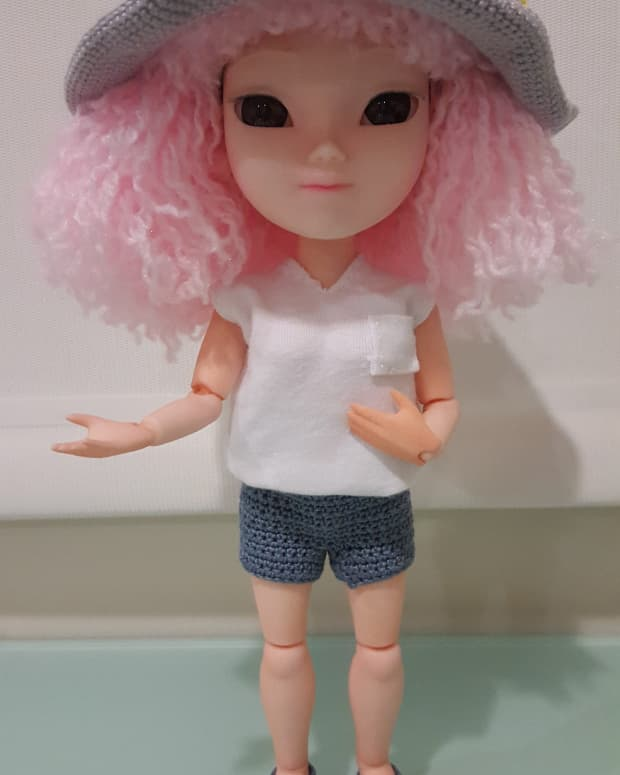 how-to-make-doll-shorts-or-pants-free-crochet-pattern
