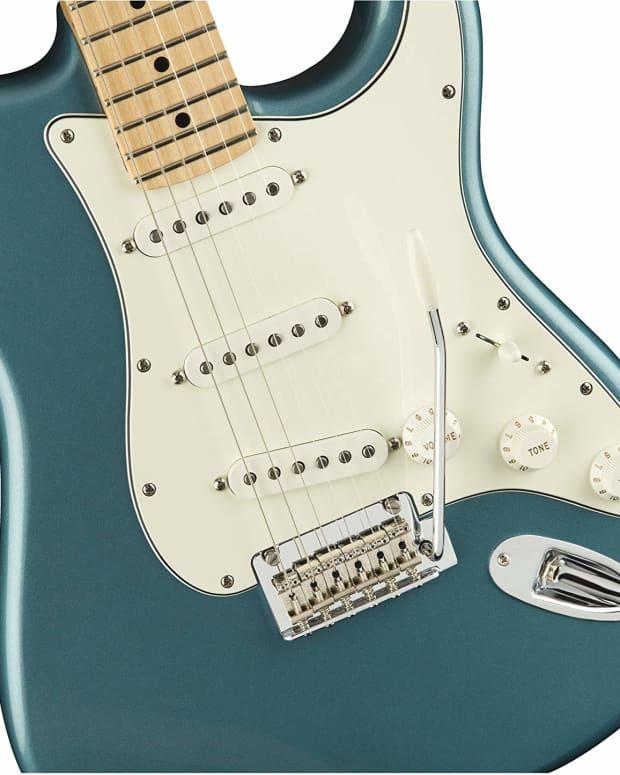 fender-standard-mim-stratocaster-hss-vs-sss