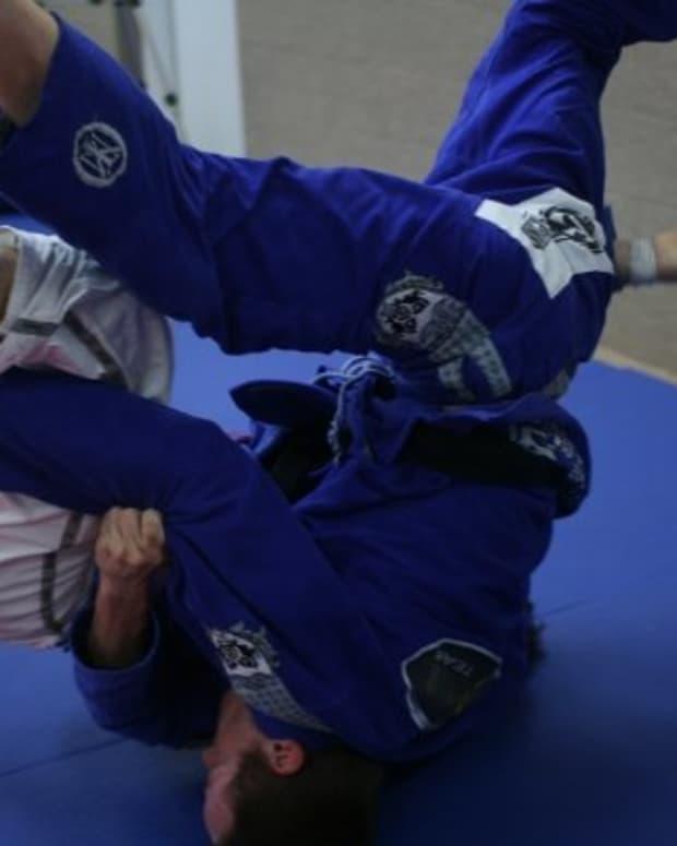 how-to-pass-leg-lasso-guard-shallow-a-bjj-tutorial