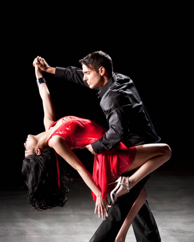 4-characteristics-of-a-great-salsa-dancer-for-men