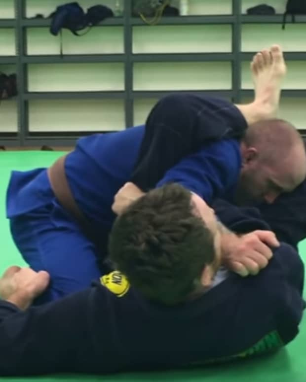 how-to-set-up-a-tight-armbar-from-guard-in-bjj