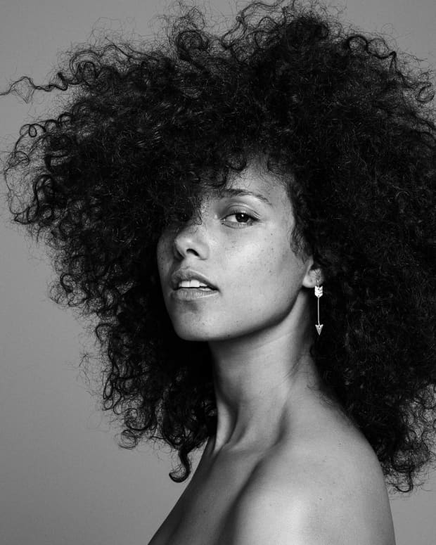 review-alicia-keys-here
