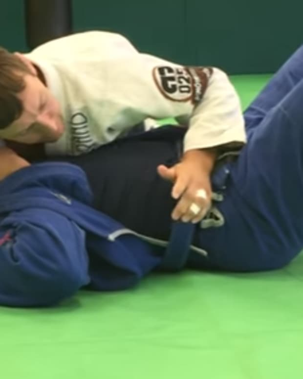 how-to-set-up-a-mounted-triangle-using-the-lapel-a-bjj-tutorial