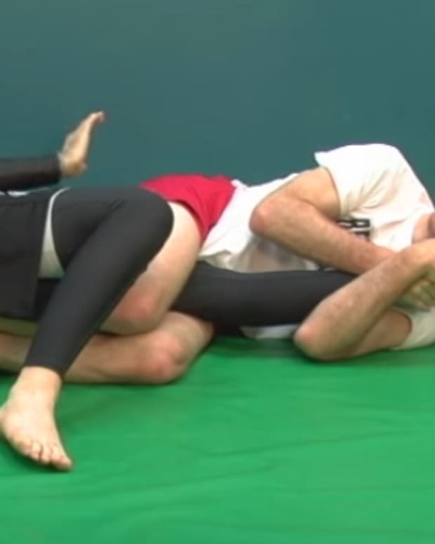 how-to-do-a-kneebar-in-bjj