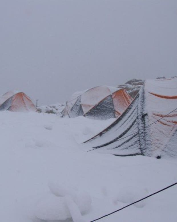 camping-in-winter-how-to-stay-warm-while-sleeping-in-a-tent
