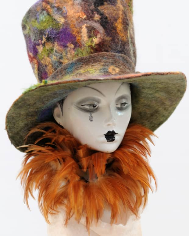 how-to-use-a-plastic-hat-shaper-to-make-a-wet-felted-top-hat