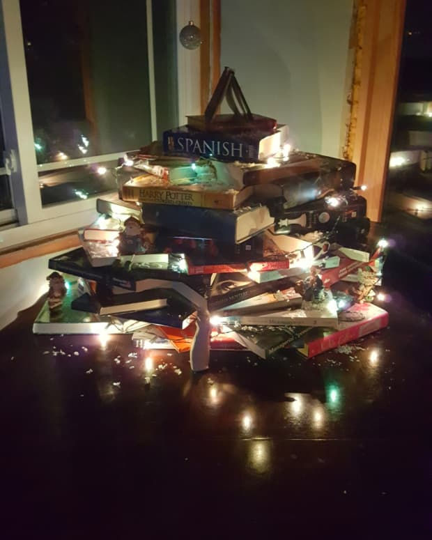 quick-and-easy-diy-college-book-christmas-tree