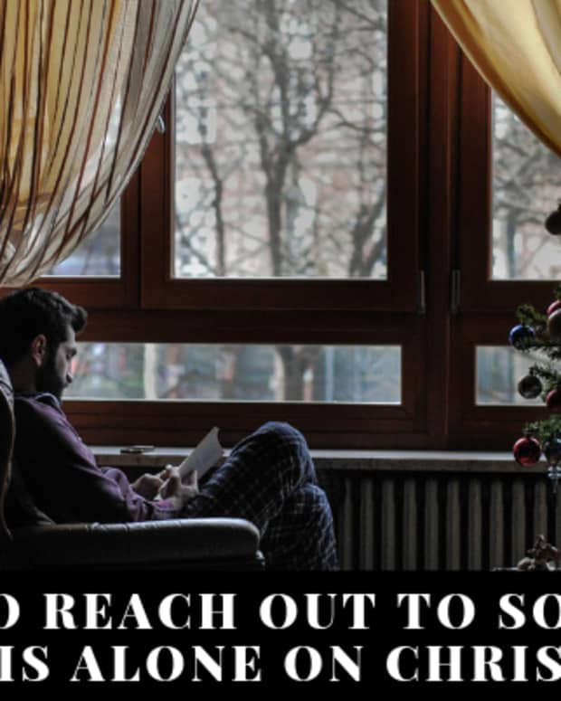 how-to-reach-out-to-people-who-may-be-alone-for-the-holidays