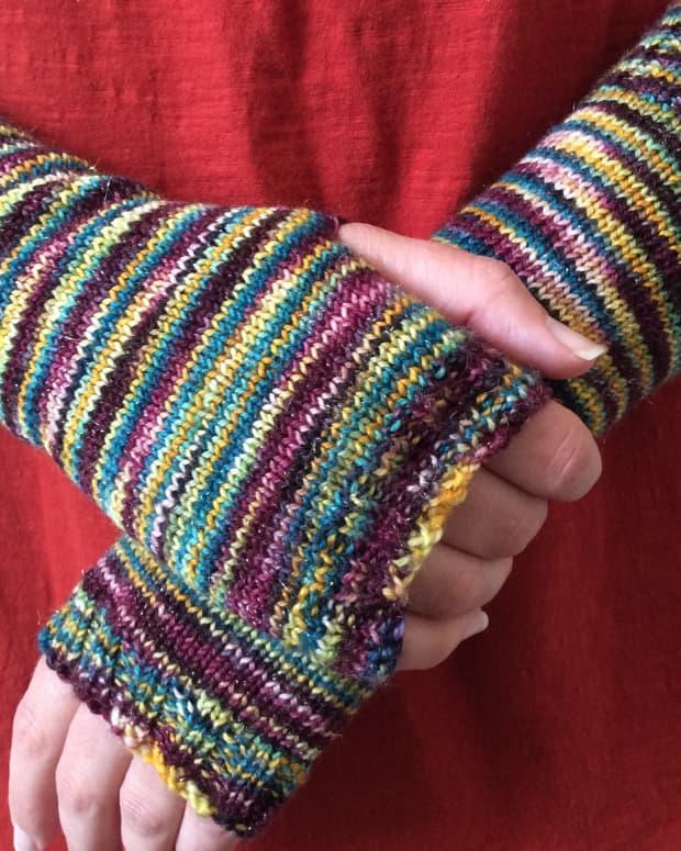 free-simple-fingerless-mitts-knitting-pattern
