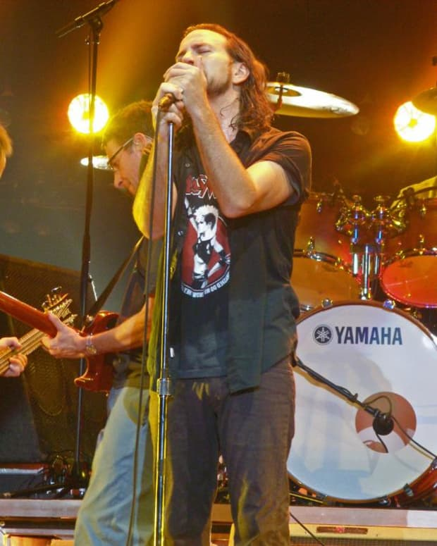 remembering-the-neil-youngpearl-jam-mirror-ball-album