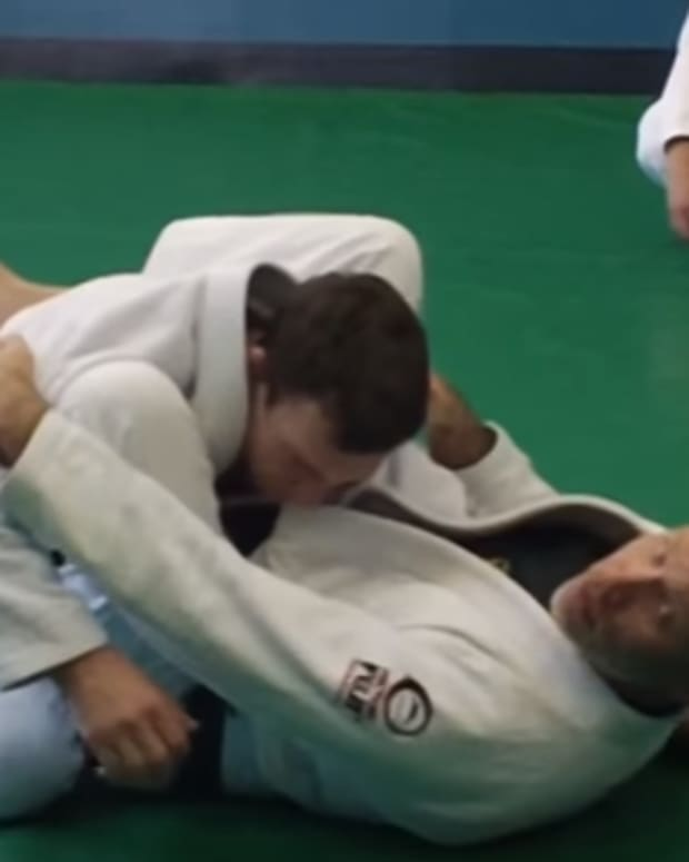 how-to-use-brazilian-jiu-jitsu-to-defend-against-punches-on-the-ground