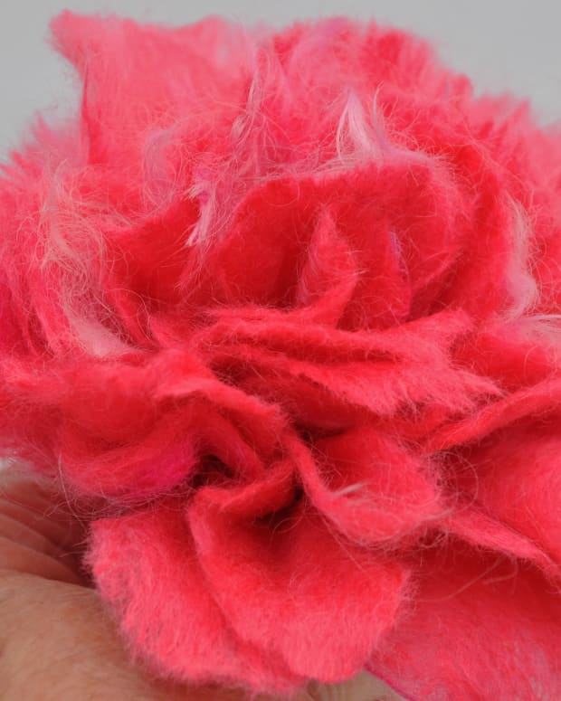 how-to-use-templates-to-create-3d-wet-felted-flowers-new-method