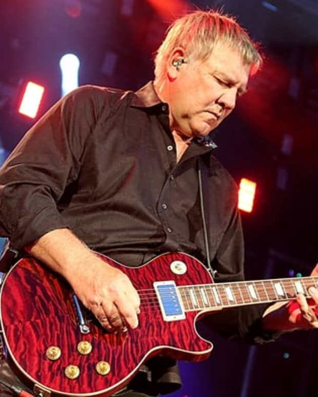 alex-lifeson-les-paul-guitars-the-gibson-es-les-paul-alex-lifeson-vs-the-gibson-cusom-alex-lifeson-axcess-les-paul