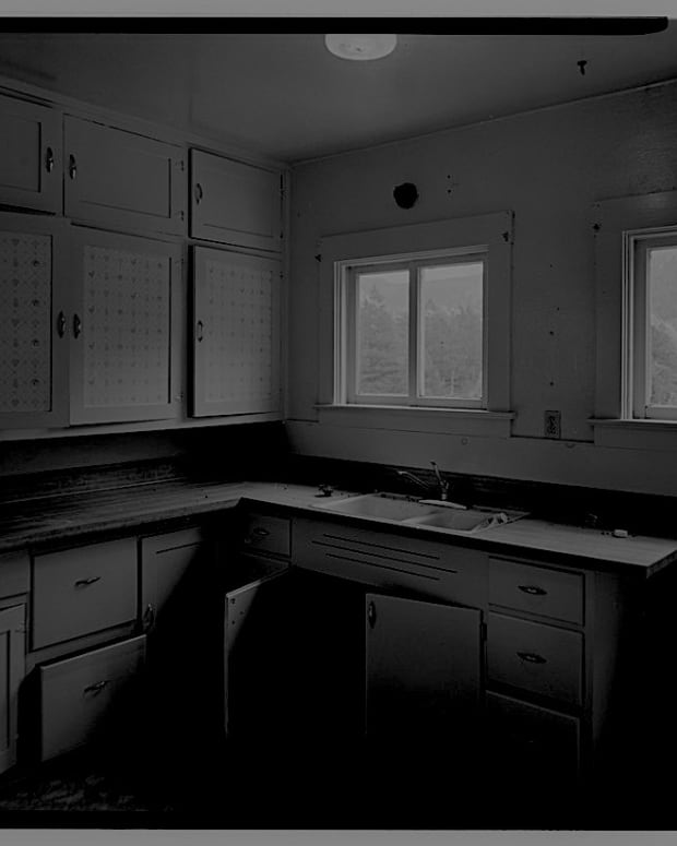 accustomed-to-the-dark-horror-flash-fiction
