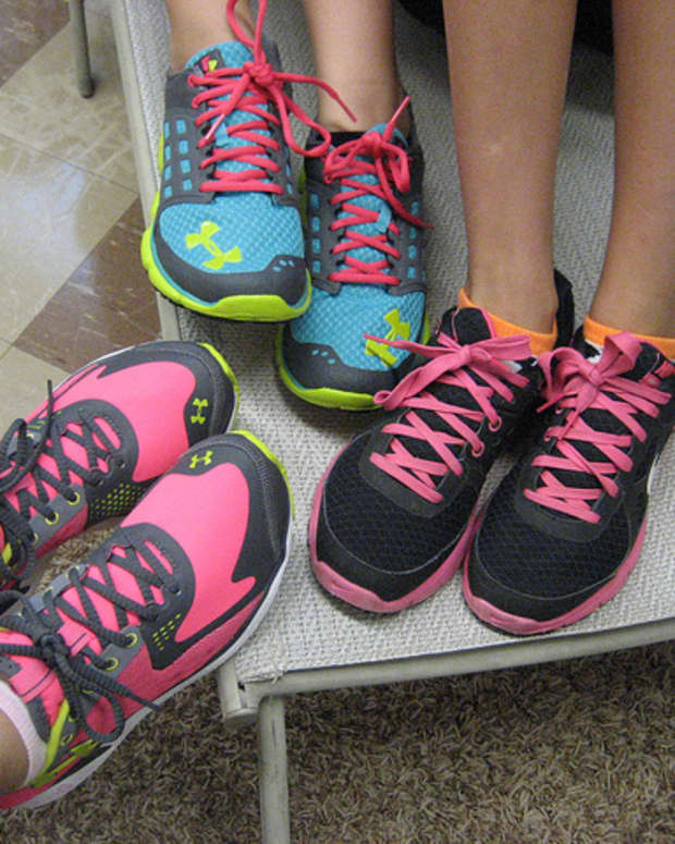 shopping-for-athletic-shoes-try-these-tips-for-proper-fit
