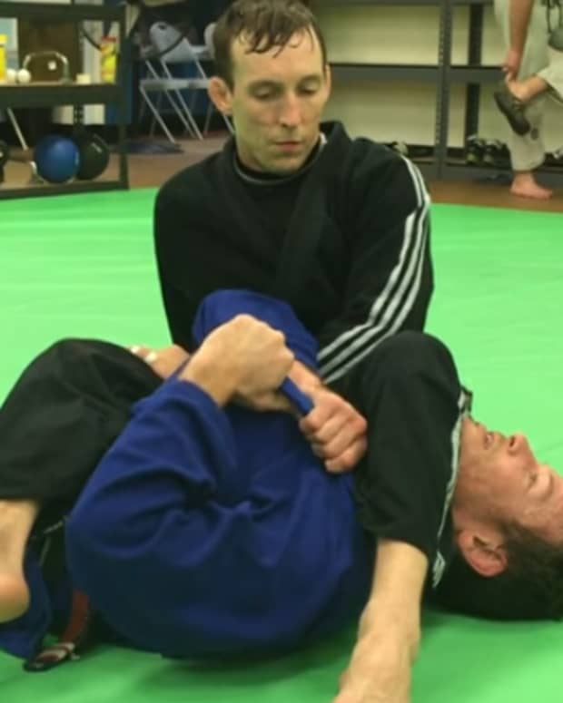 how-to-escape-an-armbar-in-the-gi