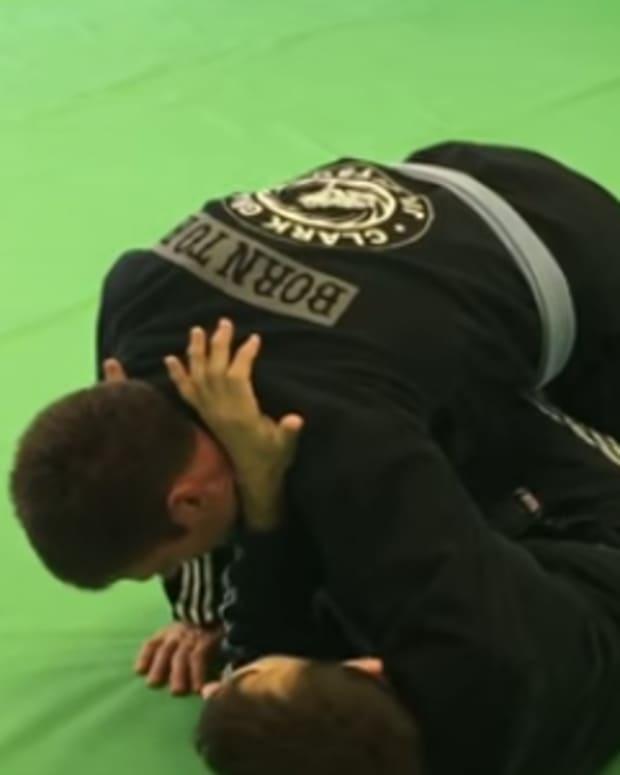sneaky-cross-choke-from-open-guard-for-bjj