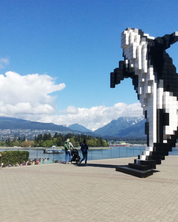 public-art-near-the-waterfront-in-downtown-vancouver