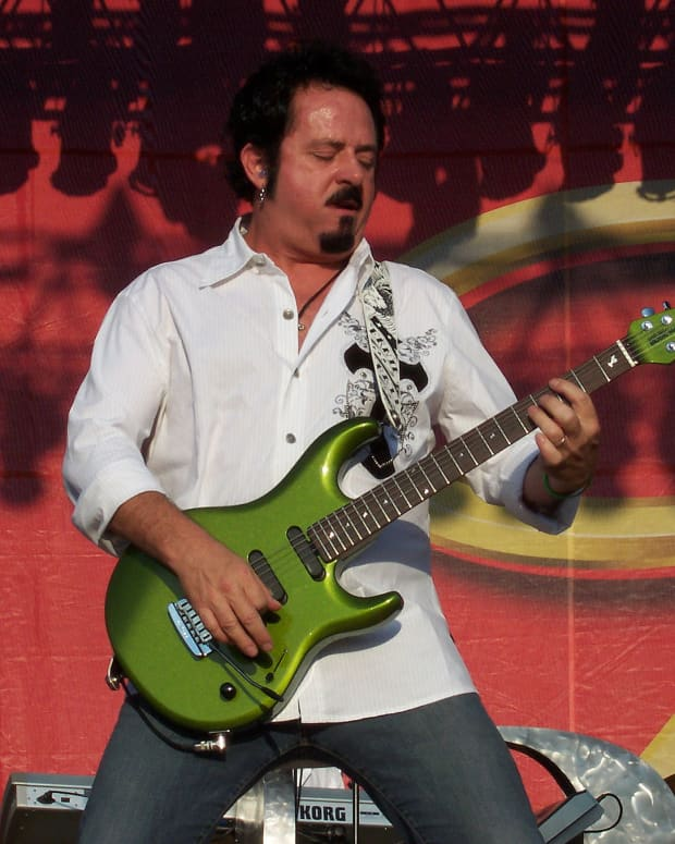 sterling-by-music-man-signature-guitars-steve-lukather-vs-john-petrucci