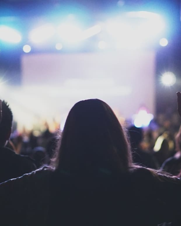 the-difference-between-a-music-performer-and-a-worship-leader