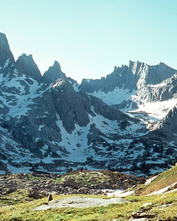 mountain-spirits-hiking-in-the-wind-river-range
