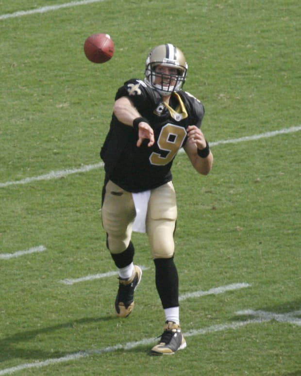 quarterbacks-with-the-most-impressive-hand-sizes-in-nfl-history