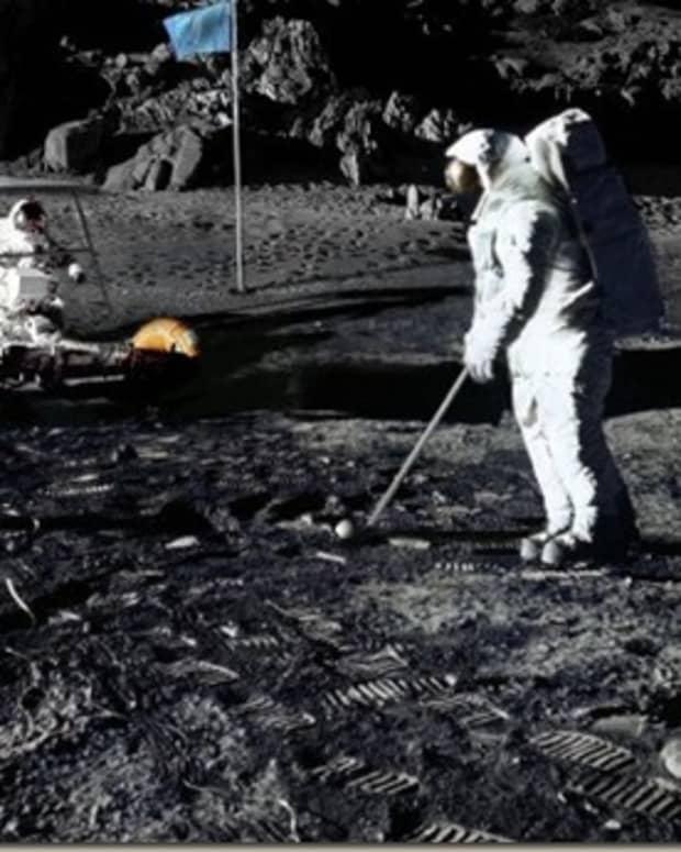 golf-on-the-moon-frisbee-on-mars