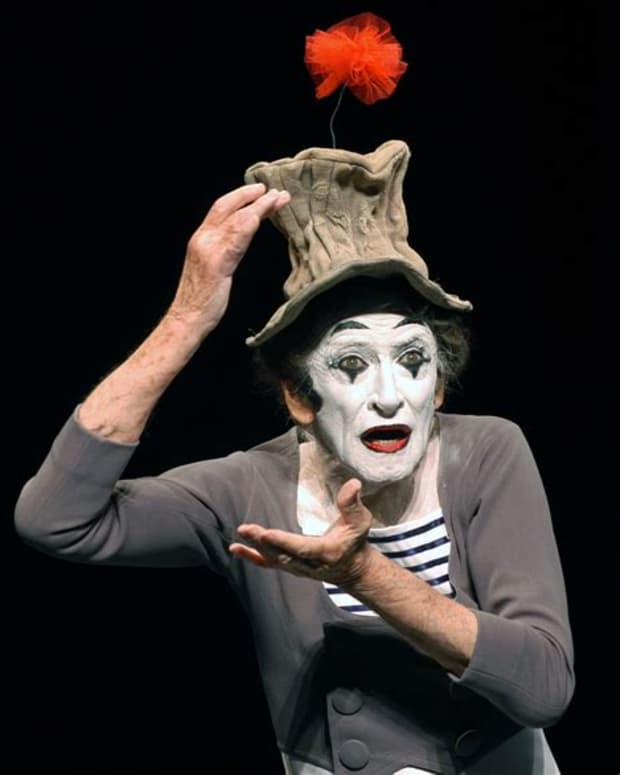 the-ultimate-guide-to-surviving-american-mime-101