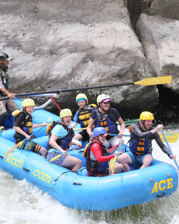 family-white-water-rafting-in-west-virginia