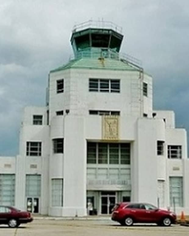 1940-air-terminal-museum-in-houston-showcases-civil-aviation-history