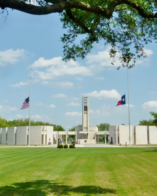 houston-national-cemetery-stunning-beauty-with-hemicycle