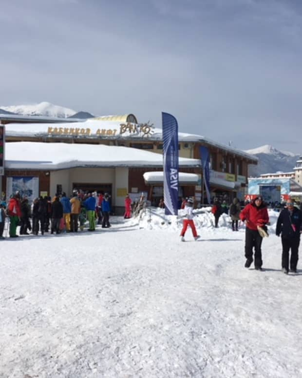 how-to-avoid-the-bansko-gondola-lift-queue-get-up-the-mountain-fast