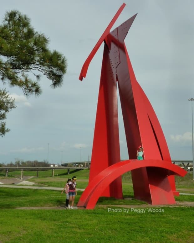 steel-sculpture-titled-houston-by-mac-whitney-located-in-houston-texas